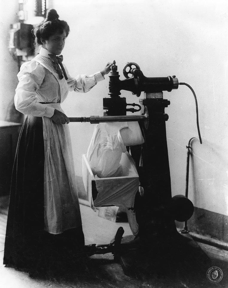 Planchadora de camisas m quina de planchar a gas 1895 fotos antiguas de mendoza argentina - Planchadora de camisas ...