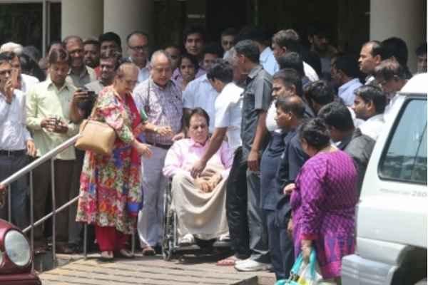 दिलीप कुमार मुंबई के लीलावती अस्पताल में भर्ती