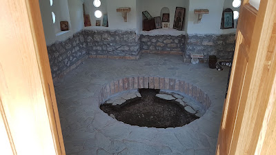 chiesa col buco