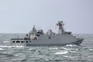La marine Marocaine sauve des migrants en mer.
