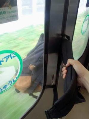 Lustiges dumm gelaufen in der Bahn Rucksack