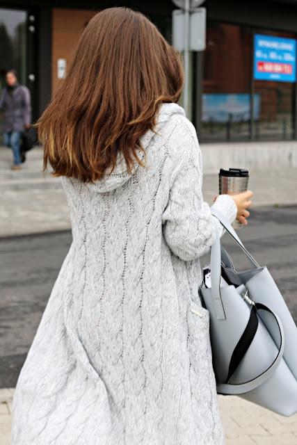 jak nosić swetry, obszerne swetry, swetry, swetrzyska, modne sukienki, sukienka, novamoda style, jesienne inspiracje, jesienne trendy, jesienne must have, jesienny styl, jesień w mieście, moda jesień, trendy, classy in the city, sweter z kapturem