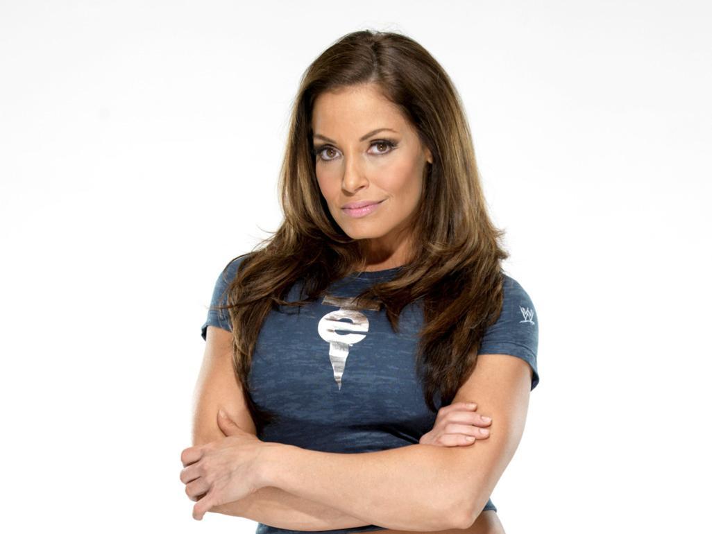 Patricia Anne StratigeasFisico née le 18 décembre 1975 à Richmond Hill mieux connue sous le nom de Trish Stratus est une catcheuse lutteuse professionnelle