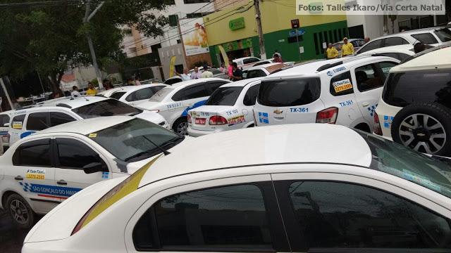TAXISTAS OCUPAM FRENTE DA CÂMARA MUNICIPAL DE NATAL EM PROTESTO CONTRA O UBER