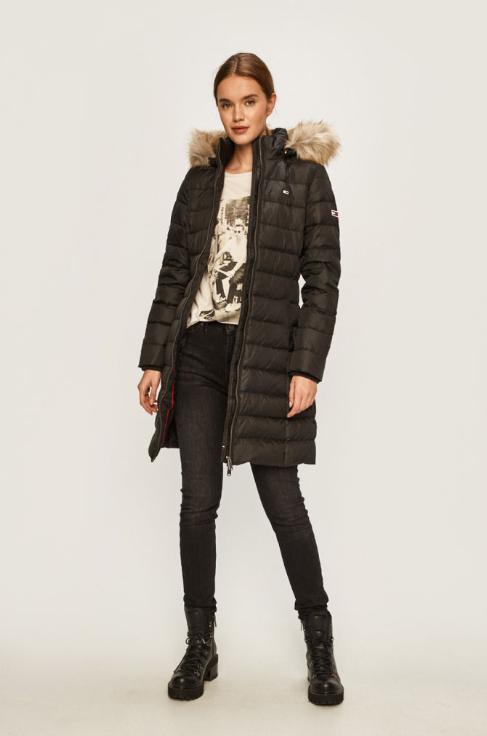 Geaca neagra de puf de femei lunga de iarna reducere Tommy Jeans