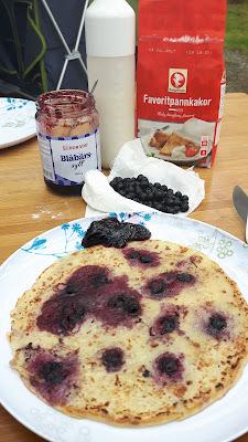 Blaubeerpfannkuchen zum Frühstück