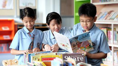 หลักสูตร English Program นั้นจะมีการเรียนการสอนเป็นภาษาอังกฤษ