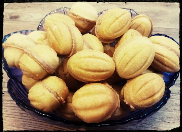 ciastka ciasteczka orzeszki orzechy z kremem wafelkowym budyniowym z kremem z mleka w proszku ciasteczka swiateczne bozonarodzeniowe ciekawe ciasteczka zaskakujace dla dzieci