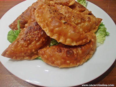Empanadillas de atún con tomate (fritas)