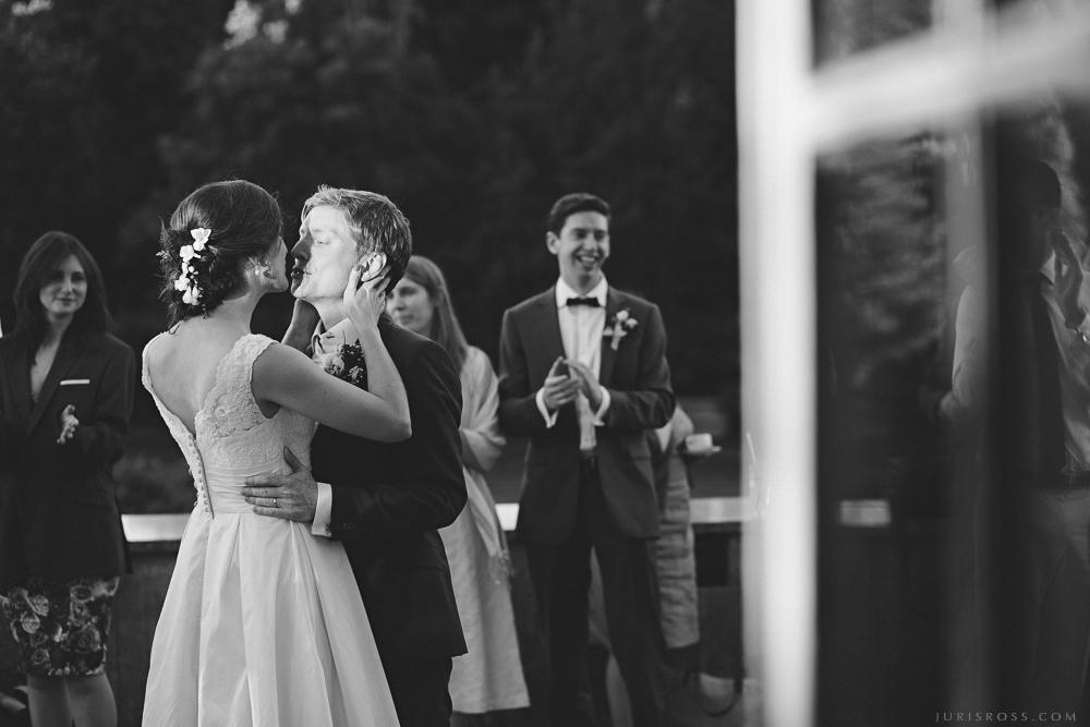 skūpsts dejojot