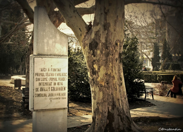 """Placa comemorativã - Primul tetru evreiesc din lume Pomul verde"""" - blog FOTO-IDEEA"""