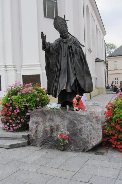 Standbeeld Paus Johannes Paulus II in geboorteplaats Wadowice