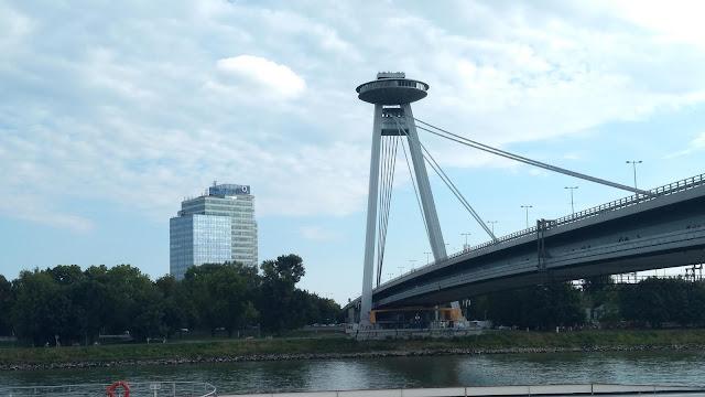 Most SNP i punkt UFO w Bratysławie