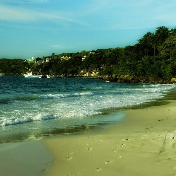 Praia de Bombinhas: ela dá nome à cidade