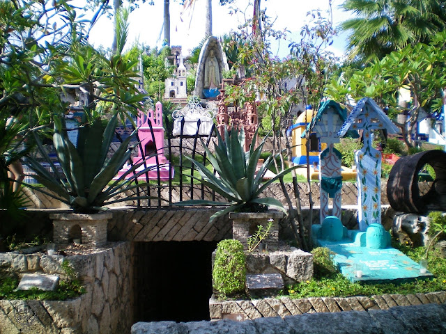 Típico cementerio mexicano en el parque Xcaret