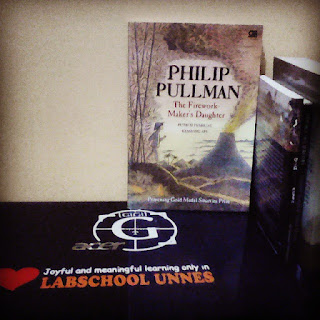 Philip Pullman: The Firework-Maker's Daughter