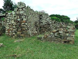 Ruínas de habitação indígena em Yapeyú.