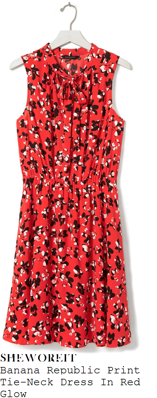holly-willoughby-banana-republic-red-black-and-white-petal-floral-print-sleeveless-v-neck-tie-detail-dress