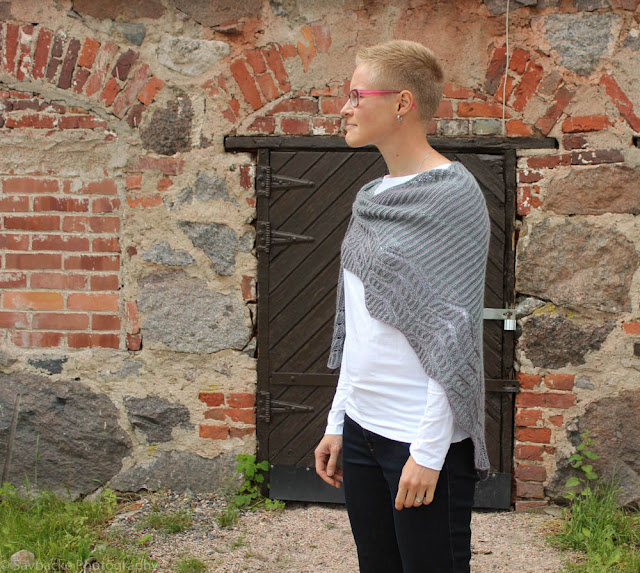 Briochangle shawl brioche knitting pattern by Katrine Birkenwasser