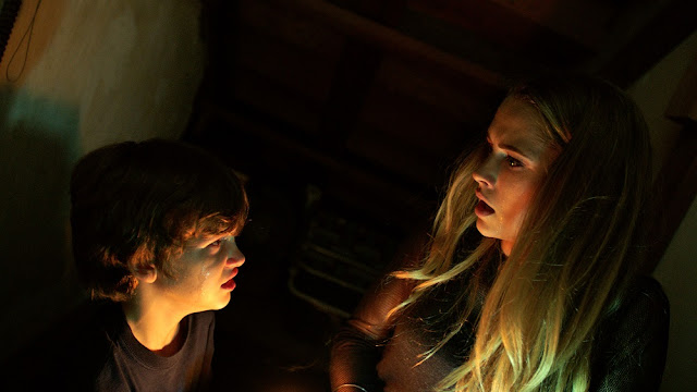 gabriel bateman teresa palmer lights out movie still