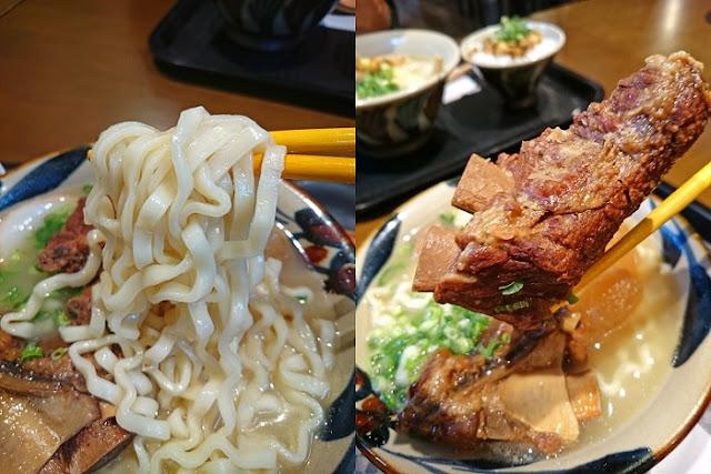 ニシムイそば(大)の麺と本ソーキの写真