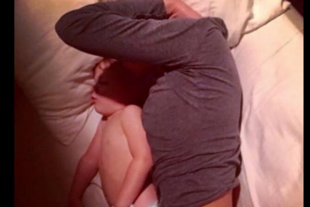 نشر صورة زوجته وطفله وحصل ما لم يكن يتوقّعه! انتشرت الصورة بشكل جنوني على جميع مواقع التواصل الاجتماعي!