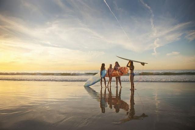Prática de esportes nas praias em San Diego
