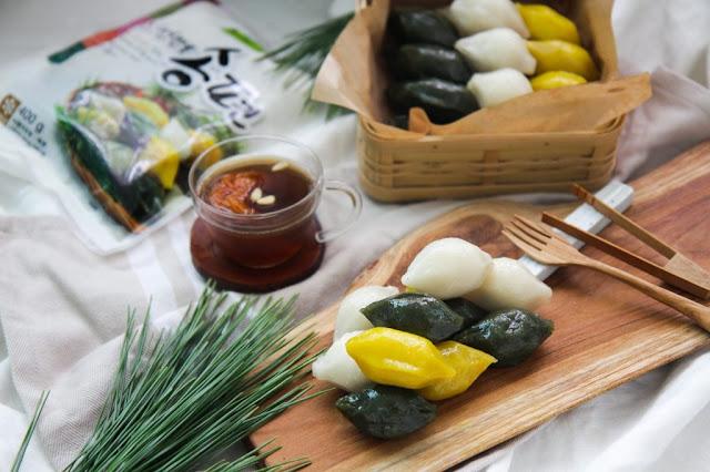 Các món bánh truyền thống của Châu Á có một điểm chung rất đặc biệt về nguyên liệu, hầu như luôn phải có vỏ bánh làm từ gạo và nhân làm từ đậu.