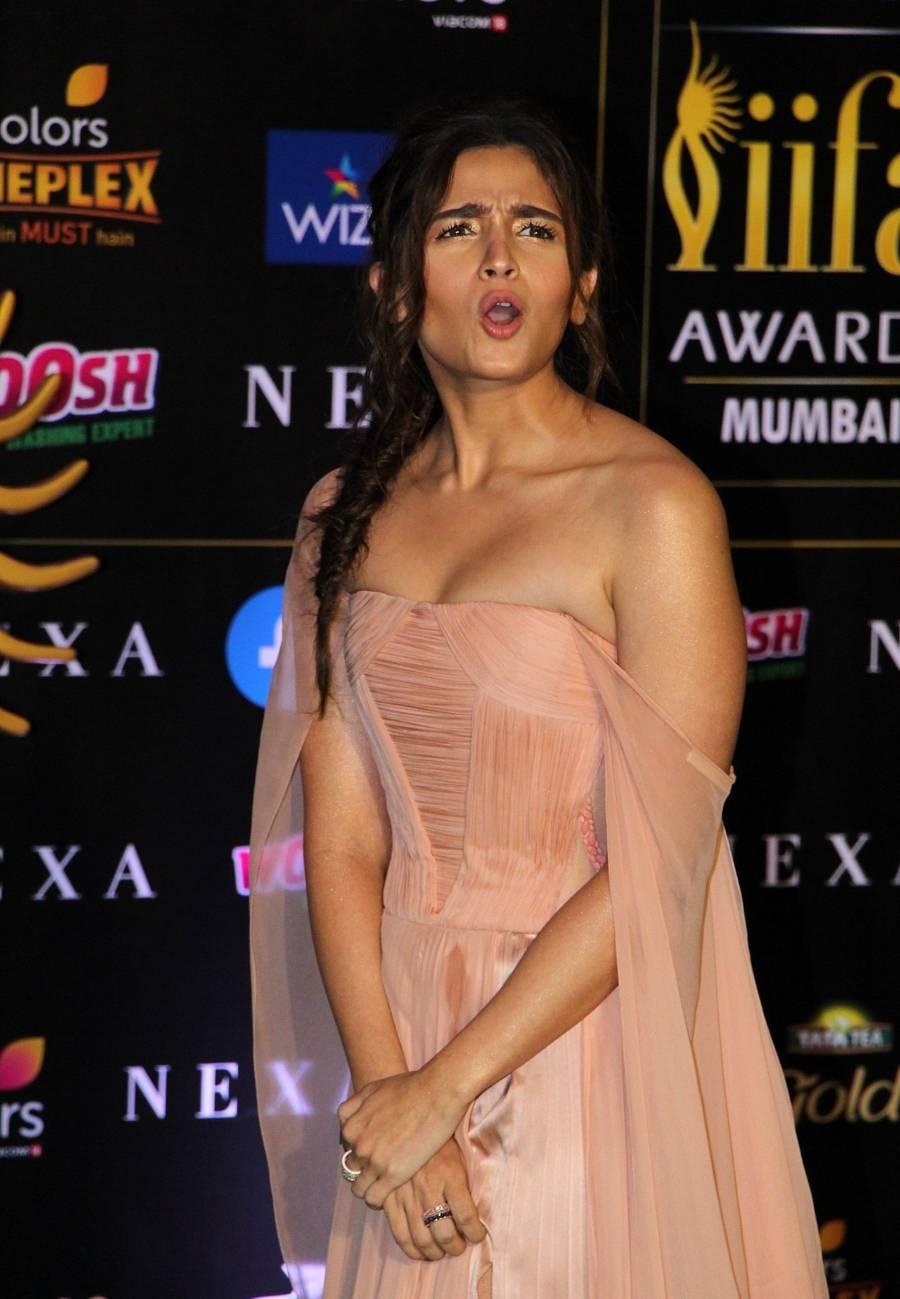 Actress Alia Bhatt At The Green Carpet Of The IIFA Rocks 2019