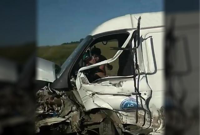 На трассе Уфа-Стерлитамак грузовая ГАЗель столкнулась с легковушкой