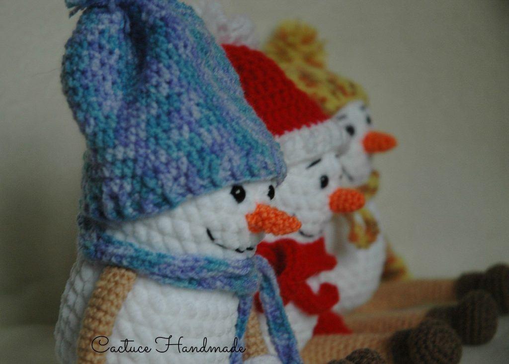 Снеговики крючком амигуруми