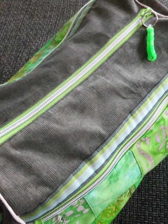 Zylindertasche cord/grün