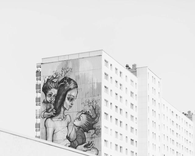 mural matka i dzieci