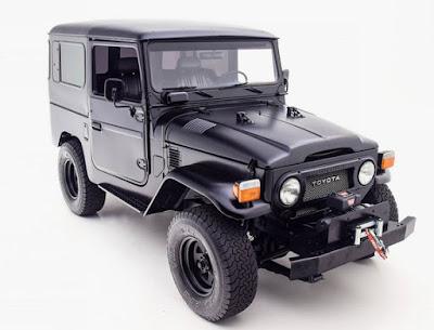 Black Toyota FJ40 Front Right
