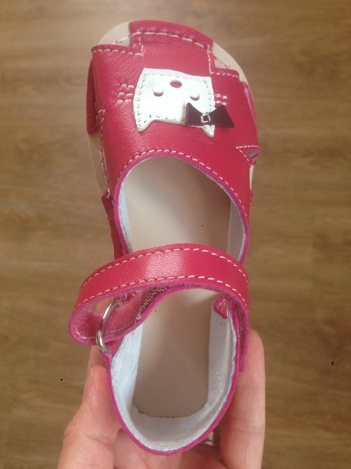 V pavučině  ZeaZoo sandálky 729182d824
