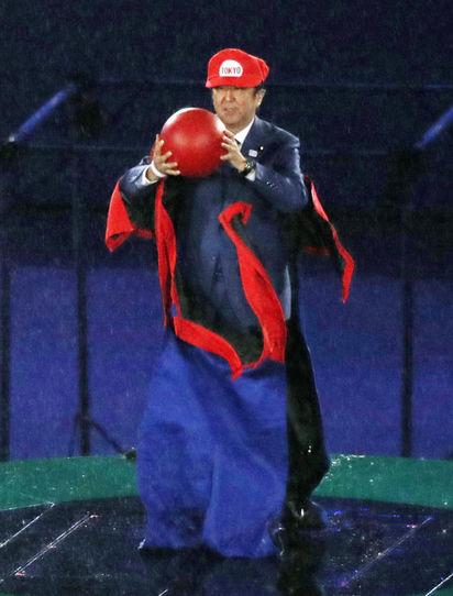 Japonya Başbakanı 2016 Rio Olimpiyat Oyunlarında NAsıl Giyinmiştir