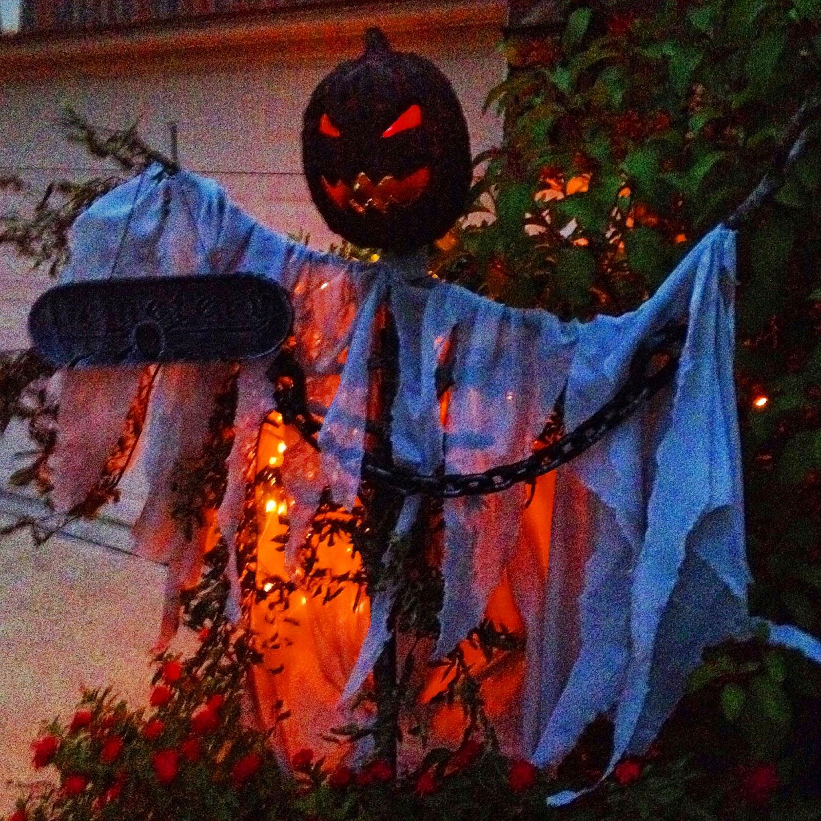 Crafty In Crosby: Creepy Pumpkin Scarecrow