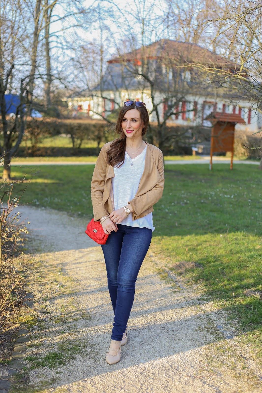 Fashionblogger aus Frankfurt - Fashionblog - Outfitinspiration Fashionblogger - Fashionistas - Lifestyleblogger - Outfitinspiration Fashionblogger - Rote Tasche Fashionblogger - Blogger aus Deutschland