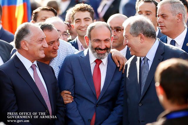 Sargsyan apoya a Pashinyan en el uso de las redes sociales