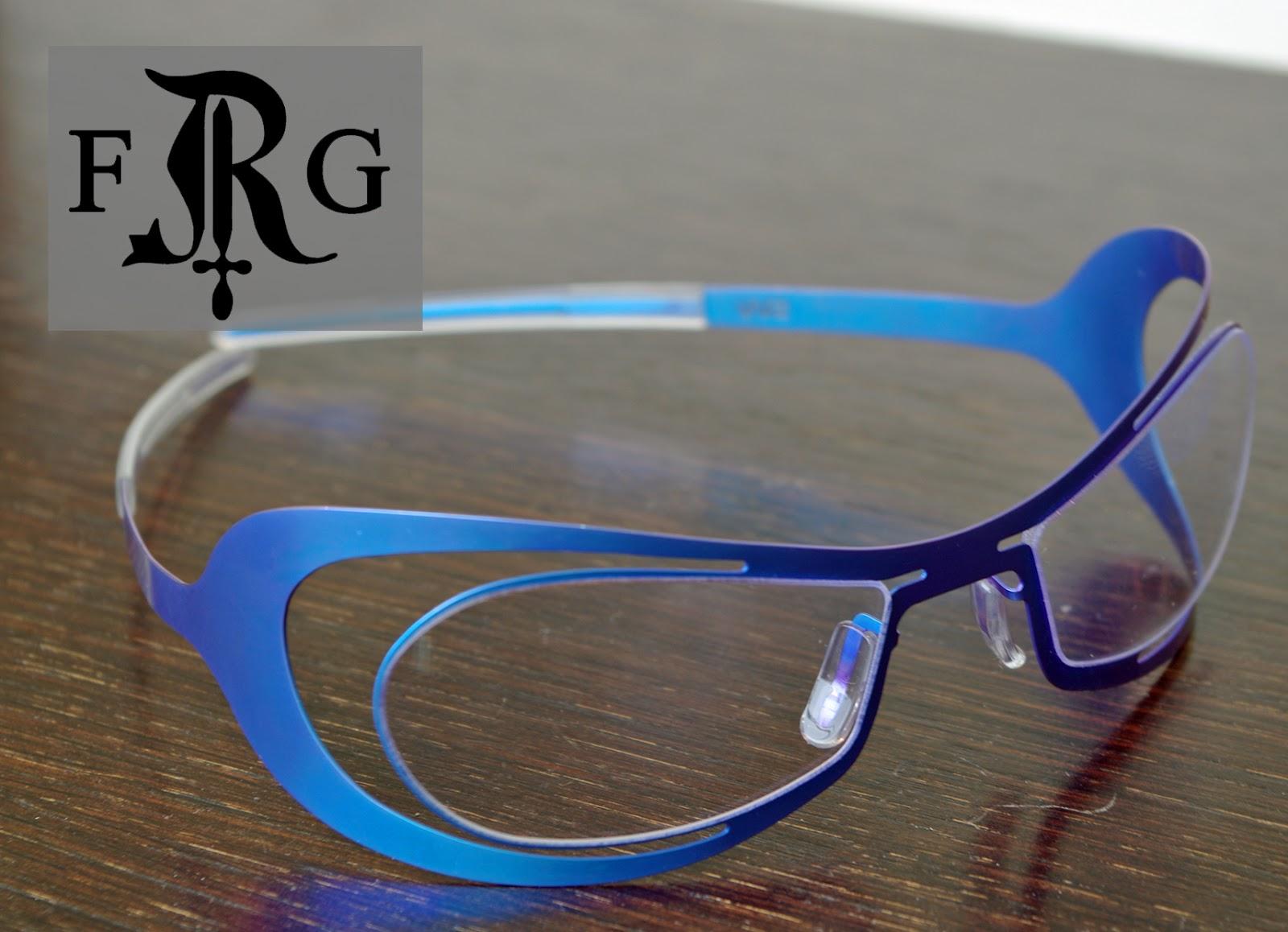 Succombez pour la légèreté et le confort de ces lunettes en acier, taillées  d une seule pièce. f9b8334bb40b