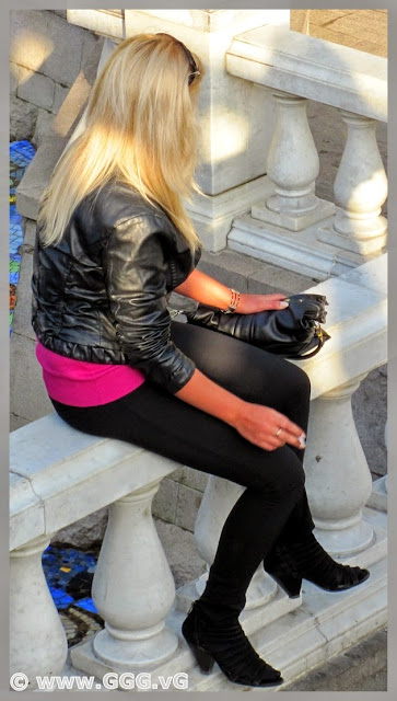 Street's autumn outfit with black leather jacket