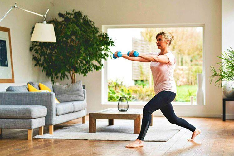 Spor salonu aboneliğimi sonlandırdım, egzersizimi evde sürdürmeye devam ediyorum.