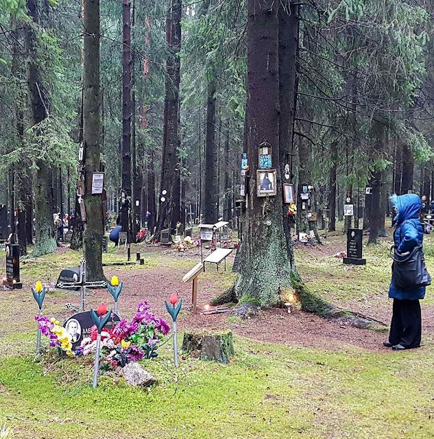 Cemitério de vítimas de Stalin em Levashovo, São Petersburgo. Muitos russos querem saber o destino final de seus antepassados.