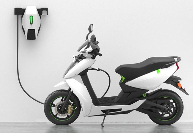 Tinuku Ather Energy delivered the first of its electric scooters