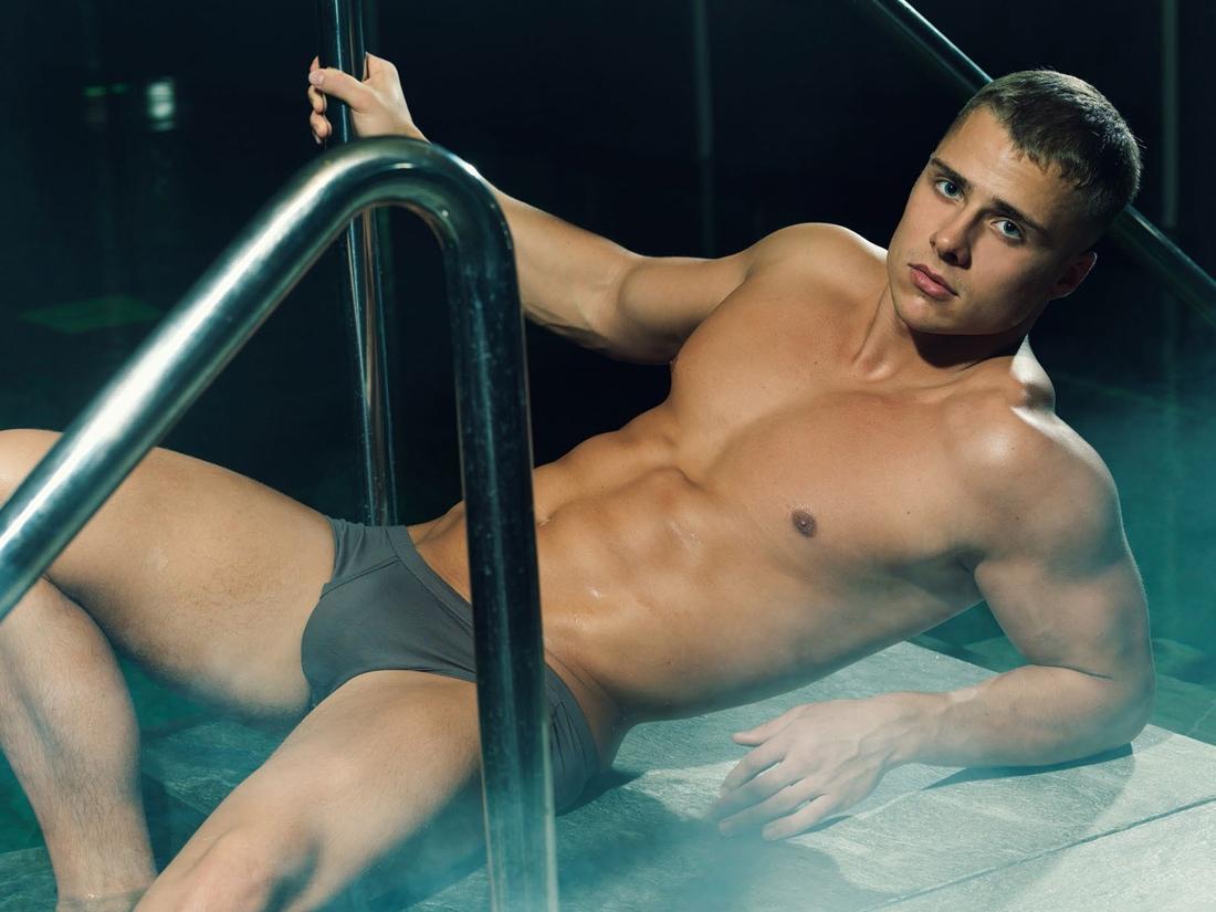 энн документальные фильмы про голых мускулистых парней красивые