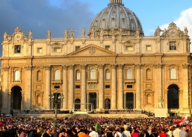 Faithful gather at St. Peter's Square for Easter mass.