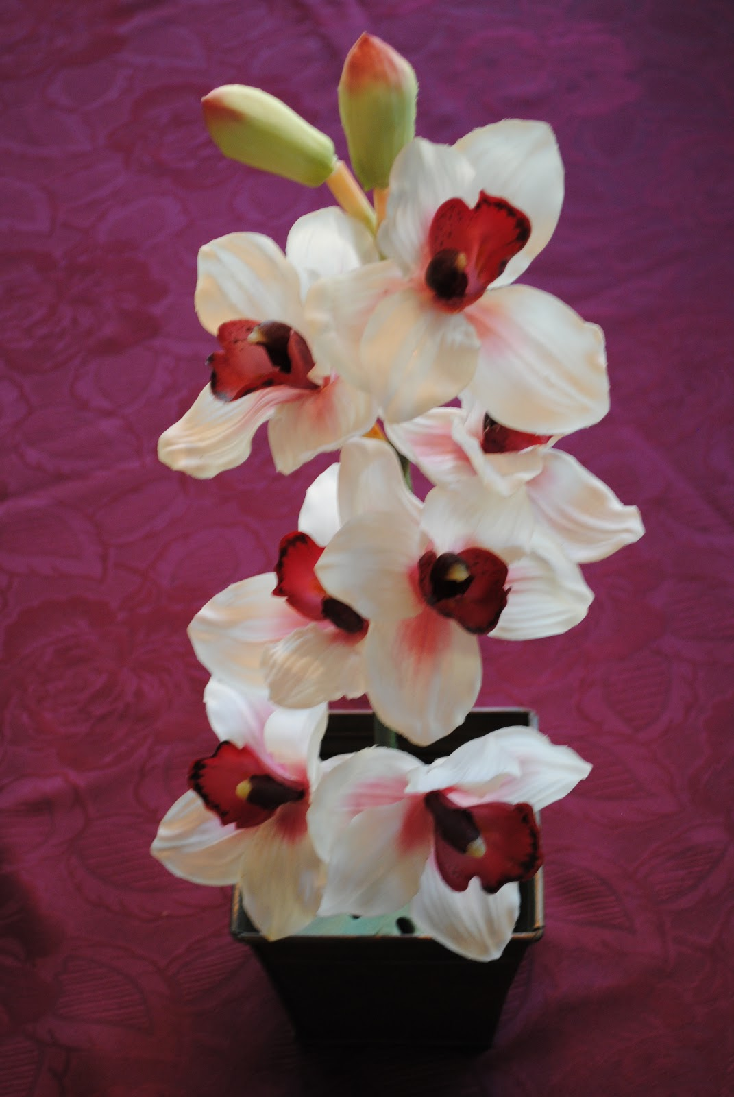 Christmas Holiday Ideas: RED, WHITE & GREEN SILK FLORAL CENTERPIECE