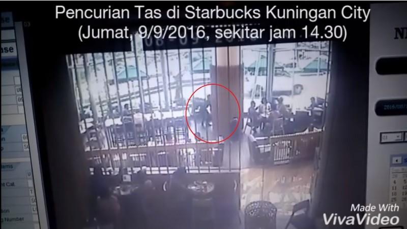 Aksi pencurian tas pengunjung di Starbucks Mal Kuningan City
