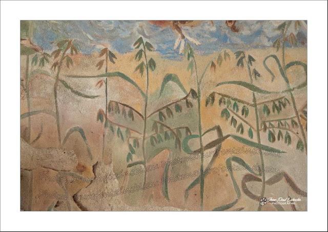 des avoines en épis sont représentées sur les murs de la chapelle