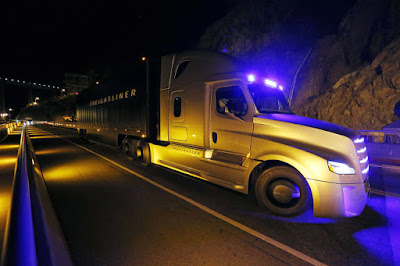 Nos EUA, faltam caminhoneiros em meio à expansão econômica